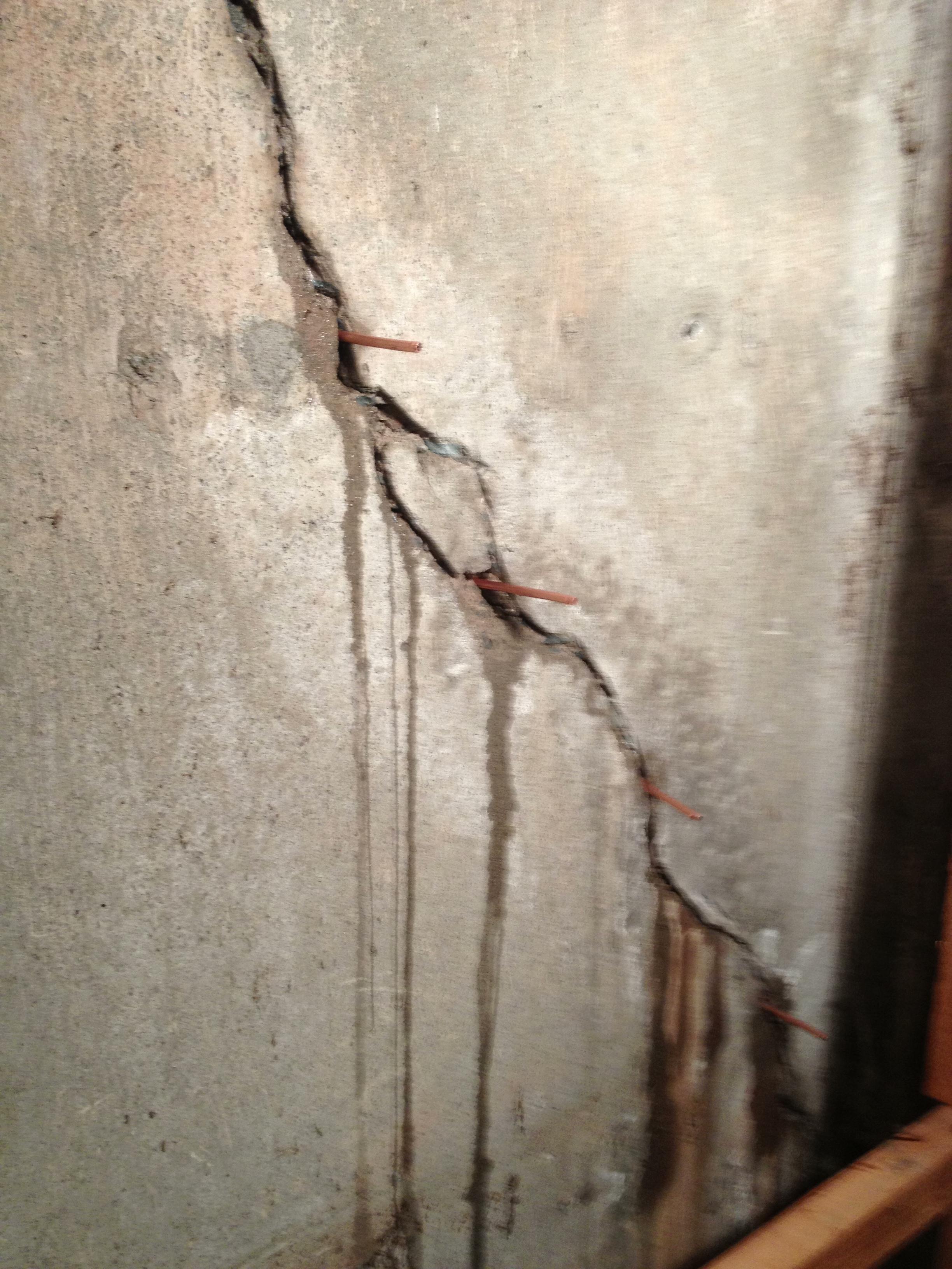 Vertical Wall Crack Prep 01 - Attack A Crack™